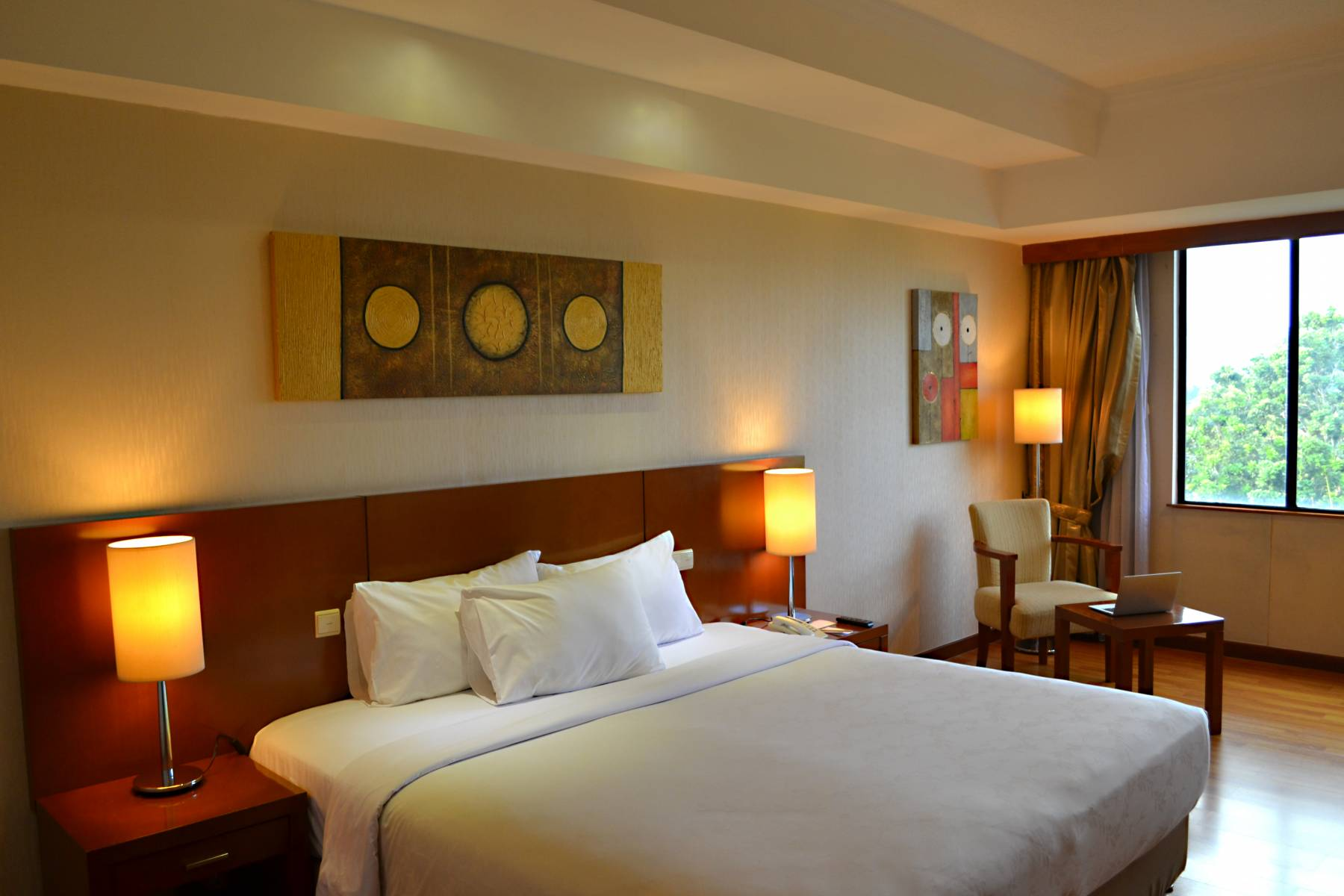 Rooms Deluxe Room Jakarta Hotel Century Park Hotel Close To