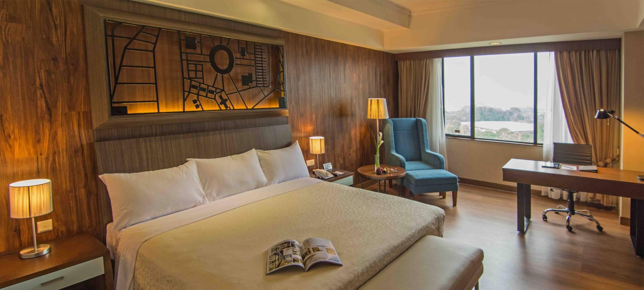 Century Park Hotel_Premium Room_2294