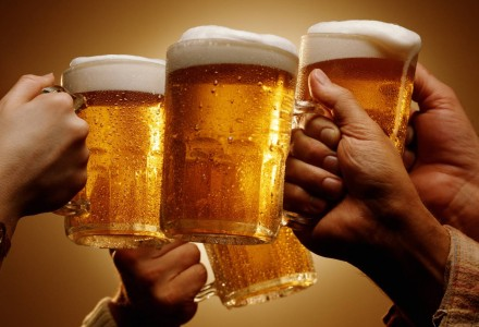 100 Eatery and Bar_Beer Toast.jpg